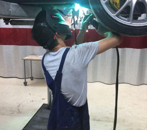Kdo plača popravilo poškodovanega najetega avtomobila?