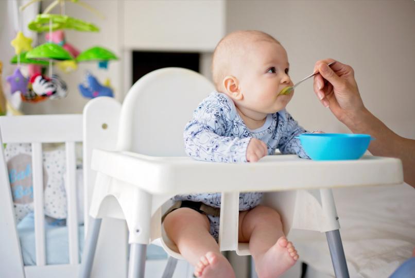 stolčki za hranjenje otroka 1.2